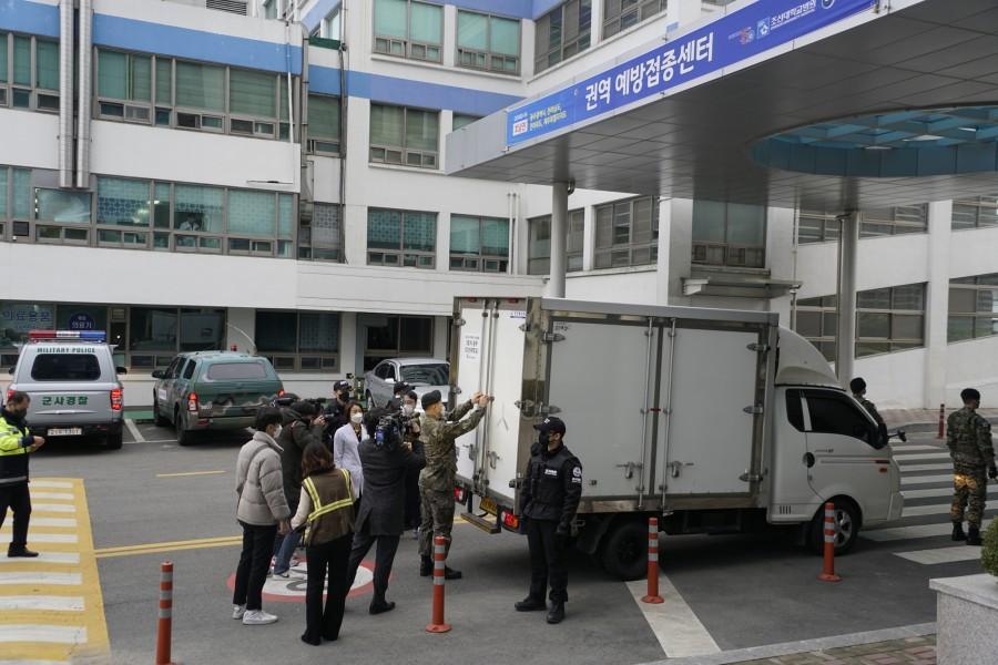 20210226 화이자 백신, 조선대병원 코로나19 호남권역 예방접종센터 입고 완료1.JPG
