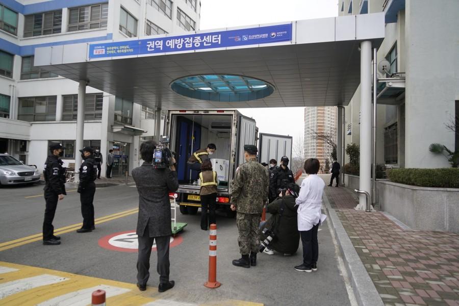 20210226 화이자 백신, 조선대병원 코로나19 호남권역 예방접종센터 입고 완료2.JPG