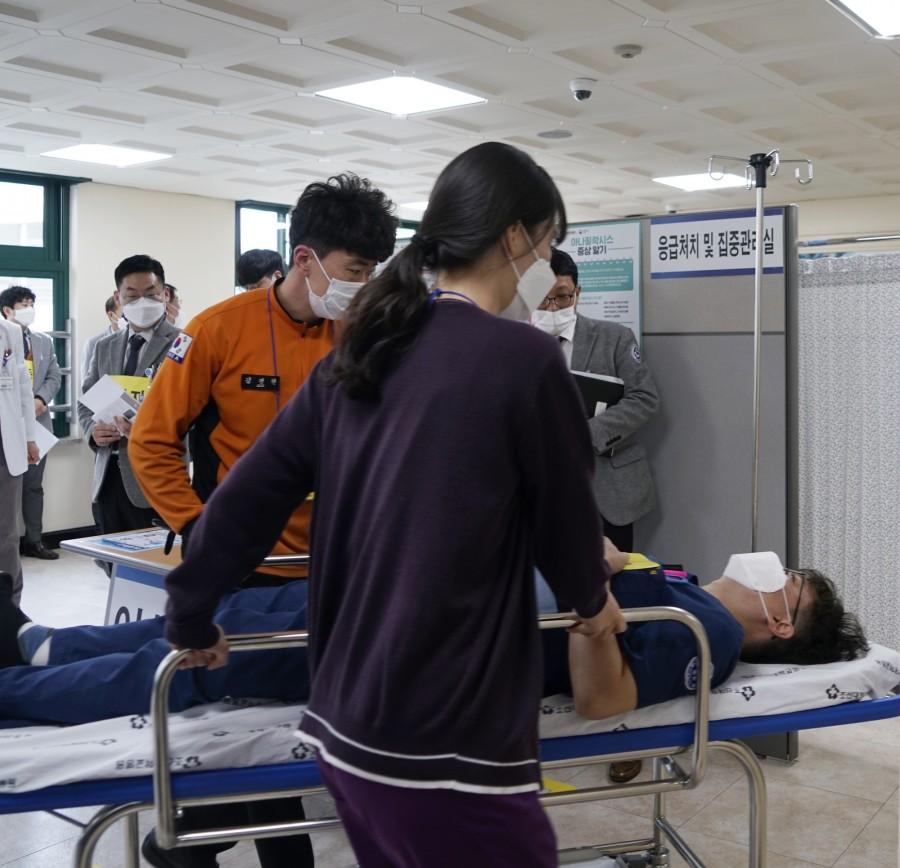 6 접종 관찰중 이상반응 발생 - 응급처치실 이동.JPG