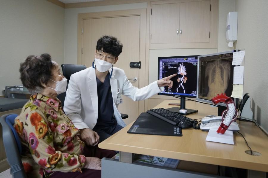 20210322 조선대병원 흉부외과 정재한 교수, 90세 고령환자 대동맥 수술 성공리에 마쳐.JPG