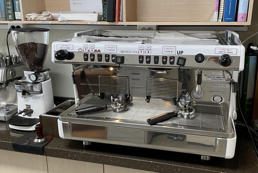 20210402 전주21세기병원 진대식 원장, 조선대병원에 커피머신 기증.jpg