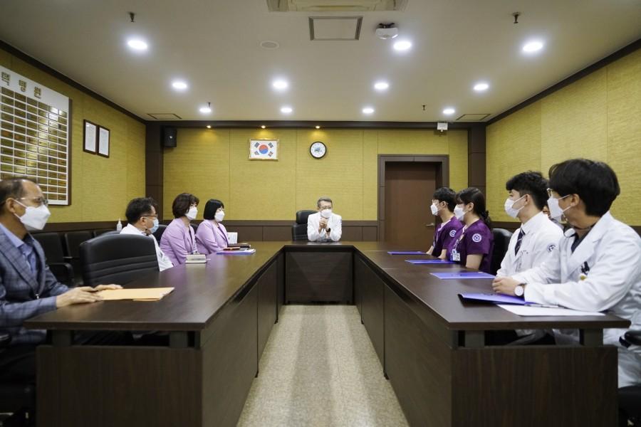 20210504 신규 직원 임명장 수여식2.JPG