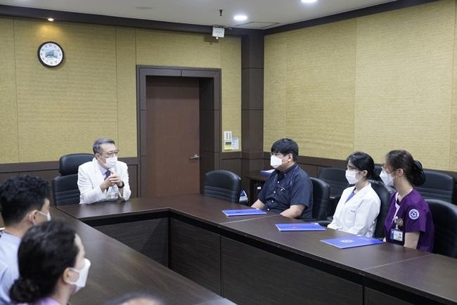 20210705 신규 직원 임명장 수여식3.JPG