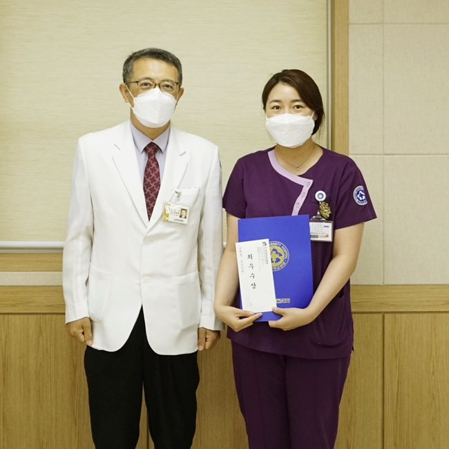 최우수상 병동간호2팀 최지수 간호사.JPG